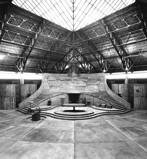 Interior de la iglesia de San Francisco de Asís. Estudio Luis Peña Ganchegui.