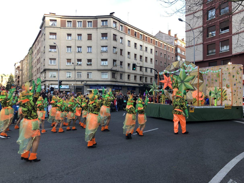 Las comparsas de Vitoria disfrutan en el Carnaval más tropical | Gasteiz Hoy