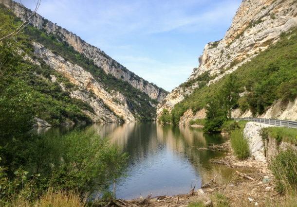 Río Ebro: balneario, catas de agua y deporte-aventura en la frontera de Álava