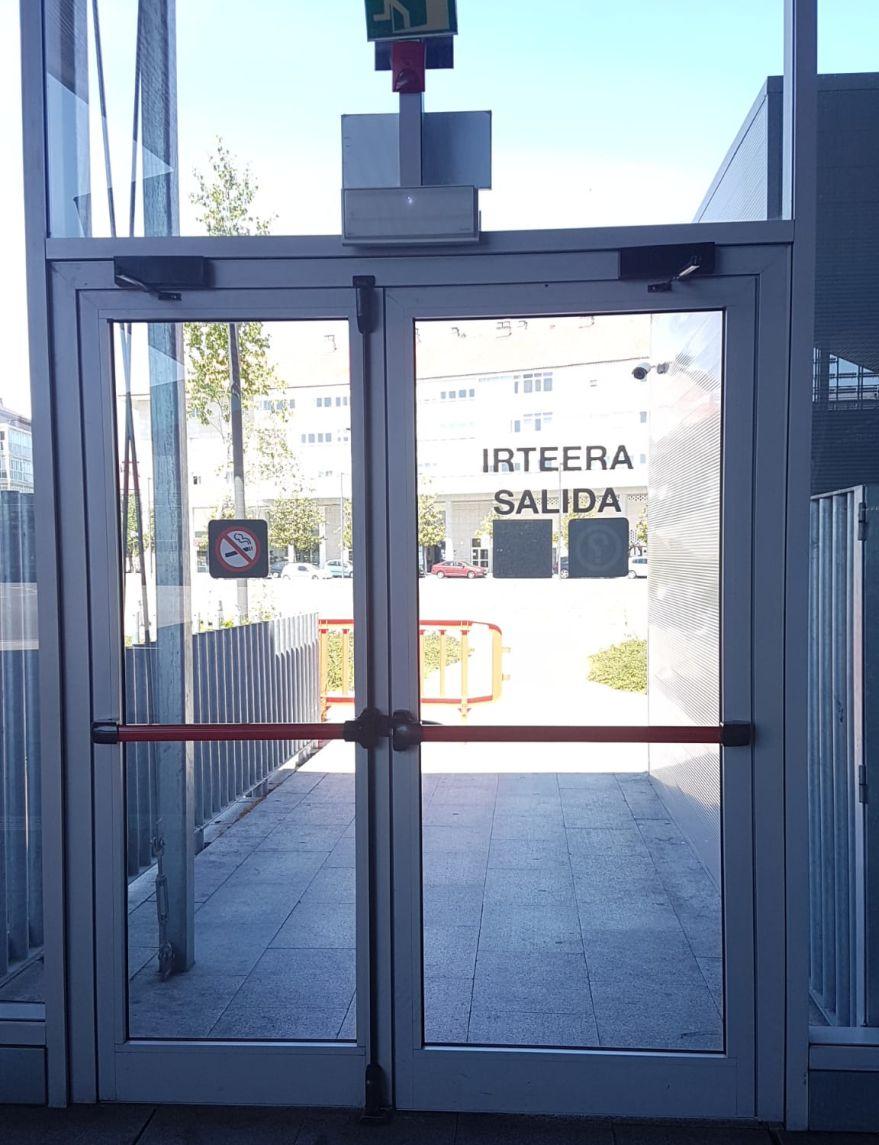 puertas antipanico estacion autobuses entrada y salida