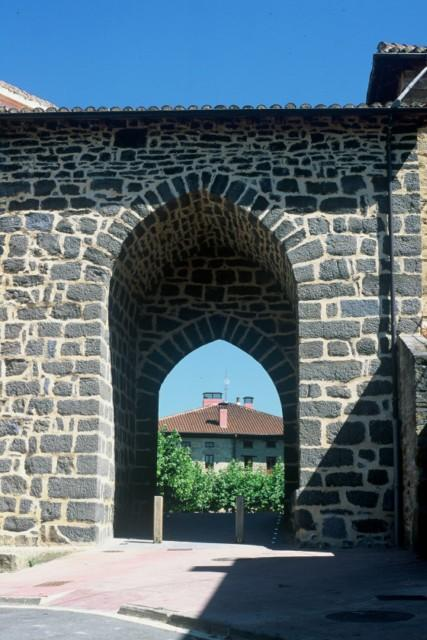 Puerta gótica Legutiano