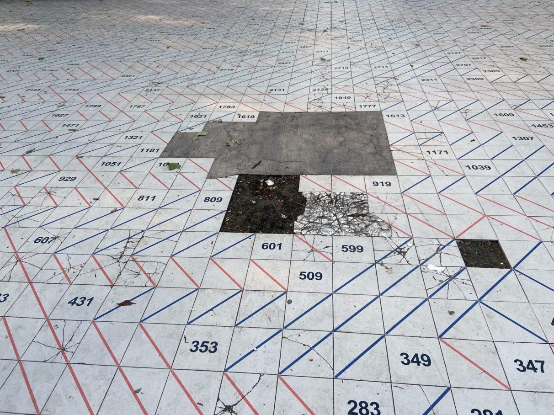 Los 'Números Primos': el deterioro de la obra más extraña del Parque del Prado | Gasteiz Hoy