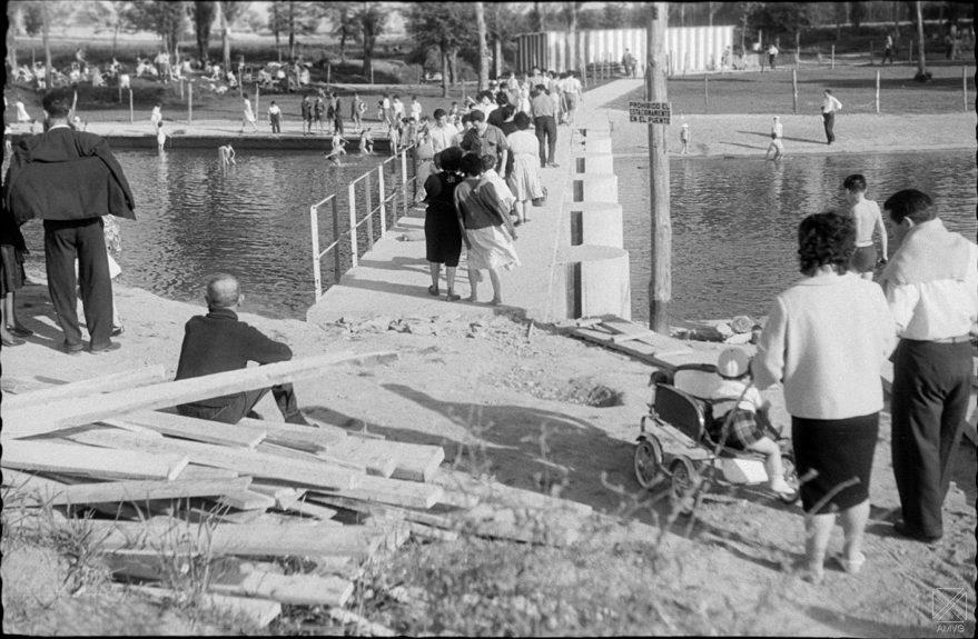 Puente en las piscinas de Gamarra