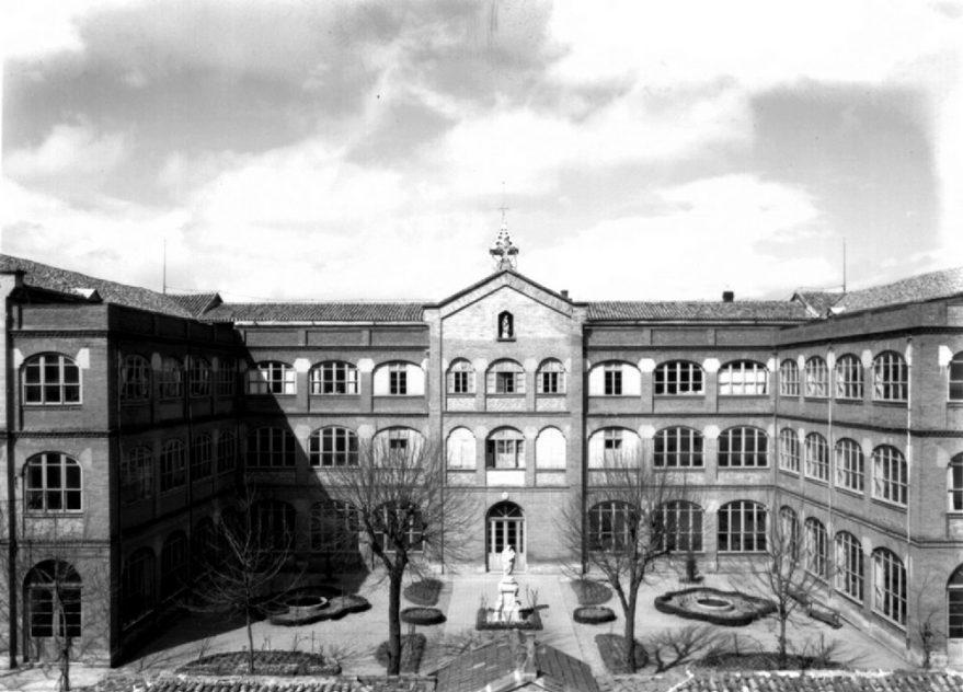 Edificio de las Hermanitas de los Pobres EN 1962, situado donde hoy se encuentra el parque del Norte. ATHA