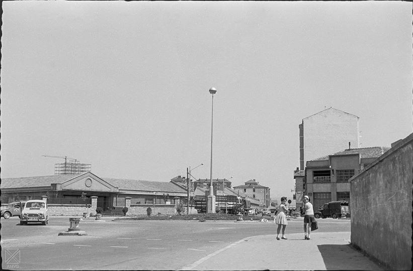 Plaza del Emperador Carlos I en 1965. AMVG (Arqué)