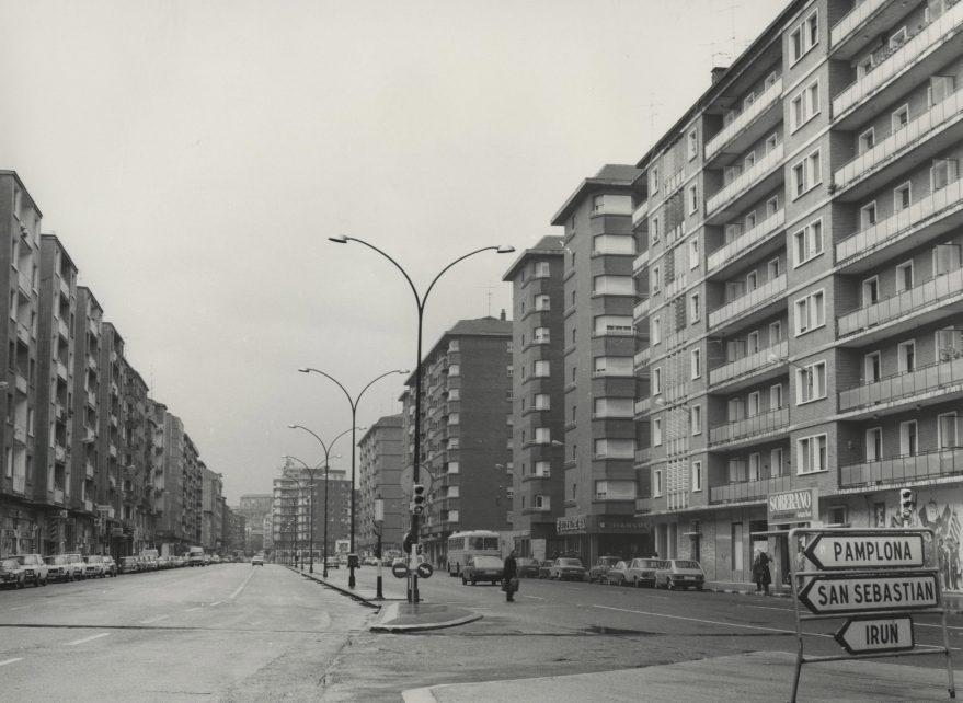 Aspecto de la calle en 1979. Fondo Fundación Sancho el Sabio.