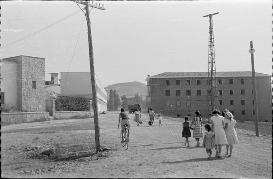 Fábrica y grupo de viviendas de la empresa San Ignacio en 1957. Arqué. AMVG.