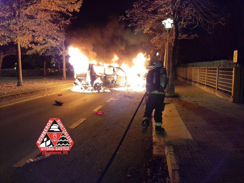 incendio-coches-vitoria-bomberos