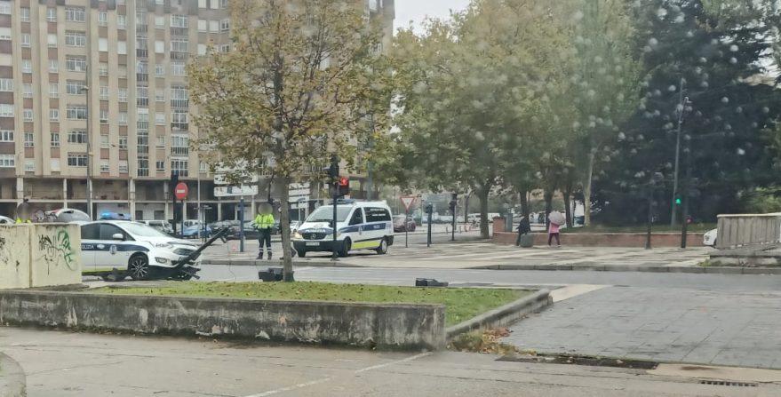 policia accidente semaforo