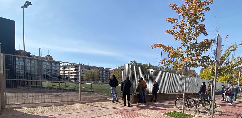 La nueva normalidad: ver el fútbol tras la valla | Gasteiz Hoy
