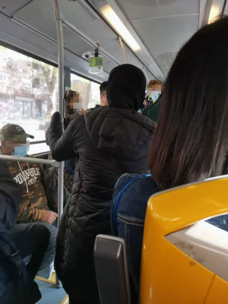 continuan-aglomeraciones-autobuses-tuvisa-l4