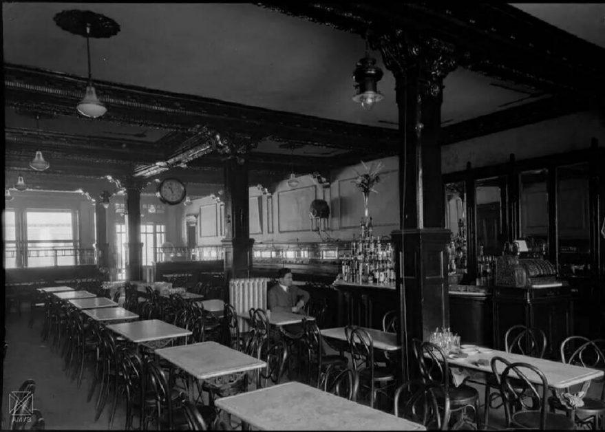 Café Moderno en la calle Dato en 1930. AMVG.