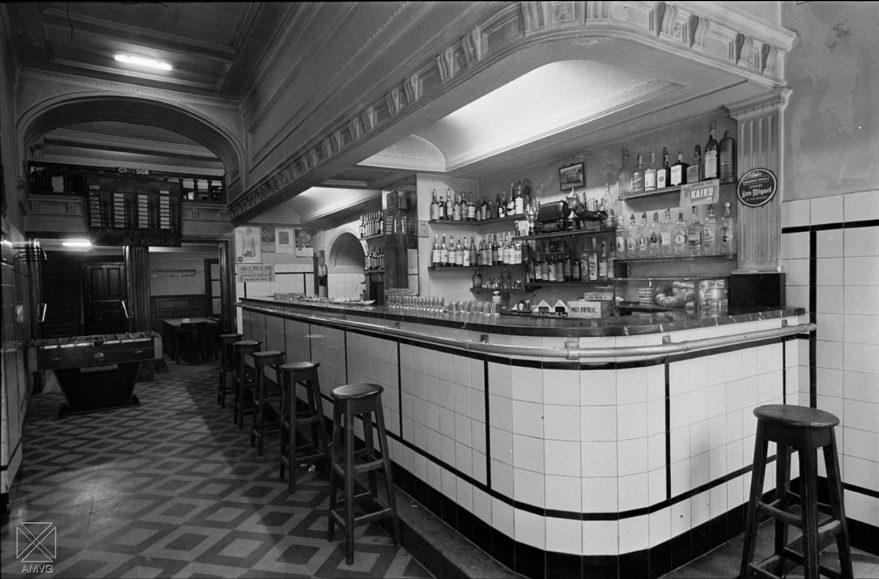Bar Okendo en 1958. AMVG.