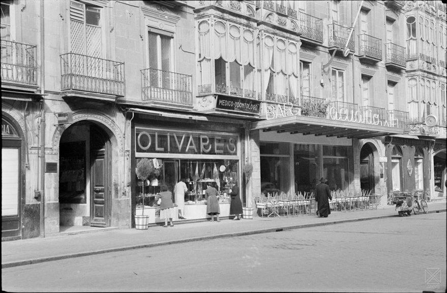 Cafetería Acuario en la calle Dato en 1958. AMVG.