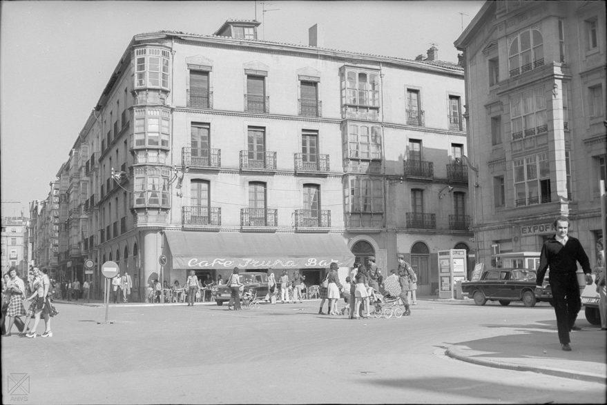 Cafe Iruña en vitoria: Plaza del Arca