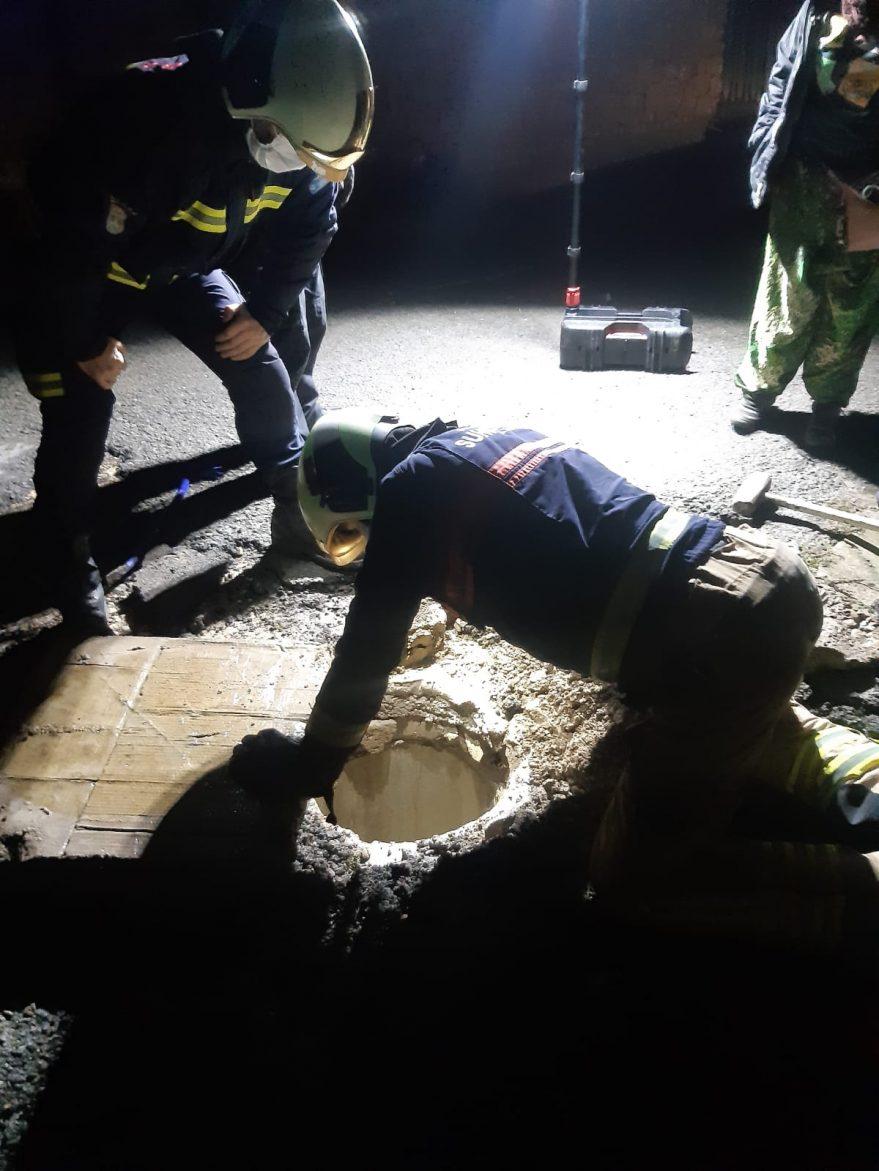 Rescate cachorro bomberos hereña