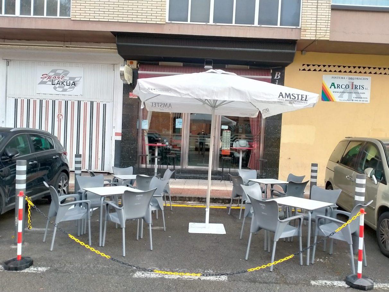 Vitoria estrena las primeras terrazas en plazas de aparcamiento | Gasteiz Hoy