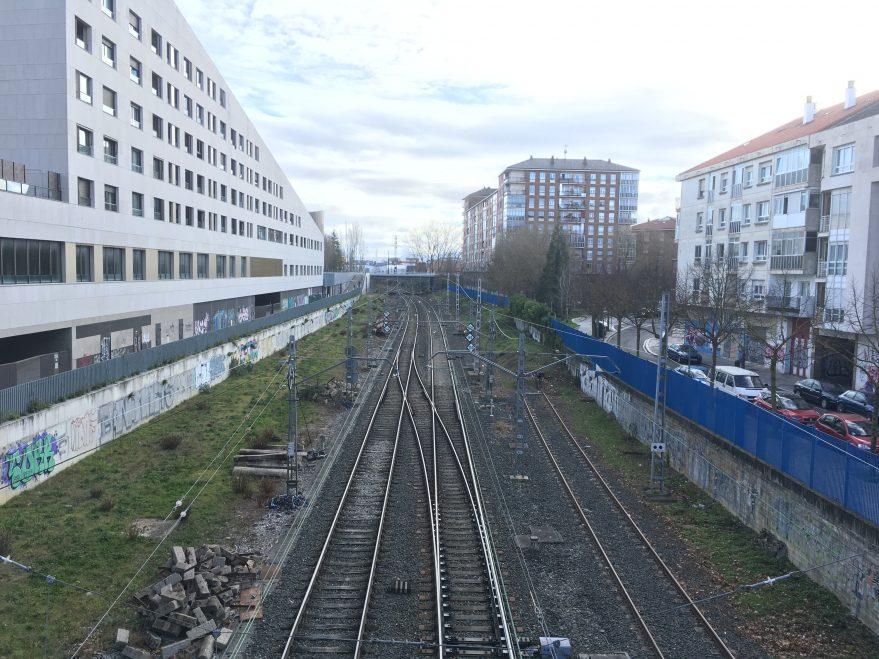 A la izquierda de la fotografía se puede ver una de las vías del antiguo ramal.