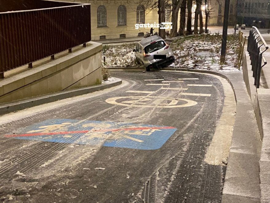 coche nieve quitanieves cuesta