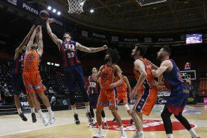 Baskonia se queda en su mínimo anotador en Valencia