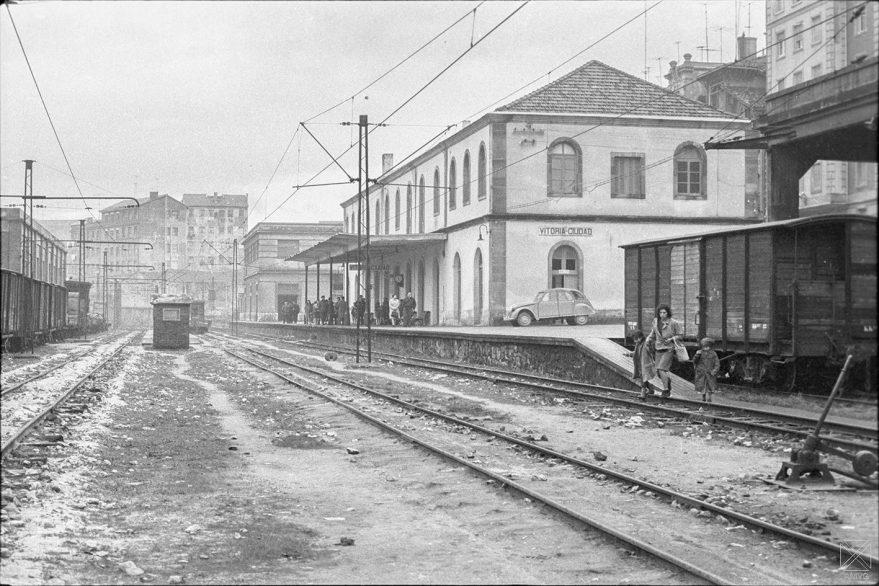 Estación del Vasco-Navarro en la calle Los Herrán en 1967. ARQUÉ. AMVG