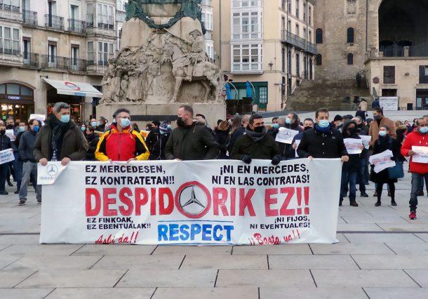 Cientos de personas se concentran contra los despidos en Mercedes