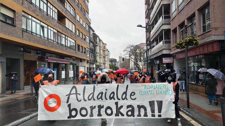Las familias de Aldaialde salen a la calle hartos de promesas incumplidas | Gasteiz Hoy