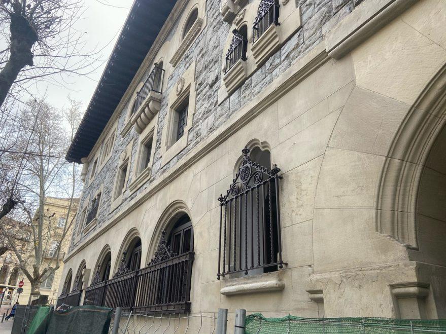 Reforma de la fachada de Correos en Vitoria