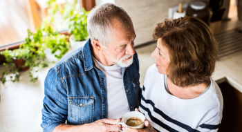 Las mujeres viven 6 años más que los hombres