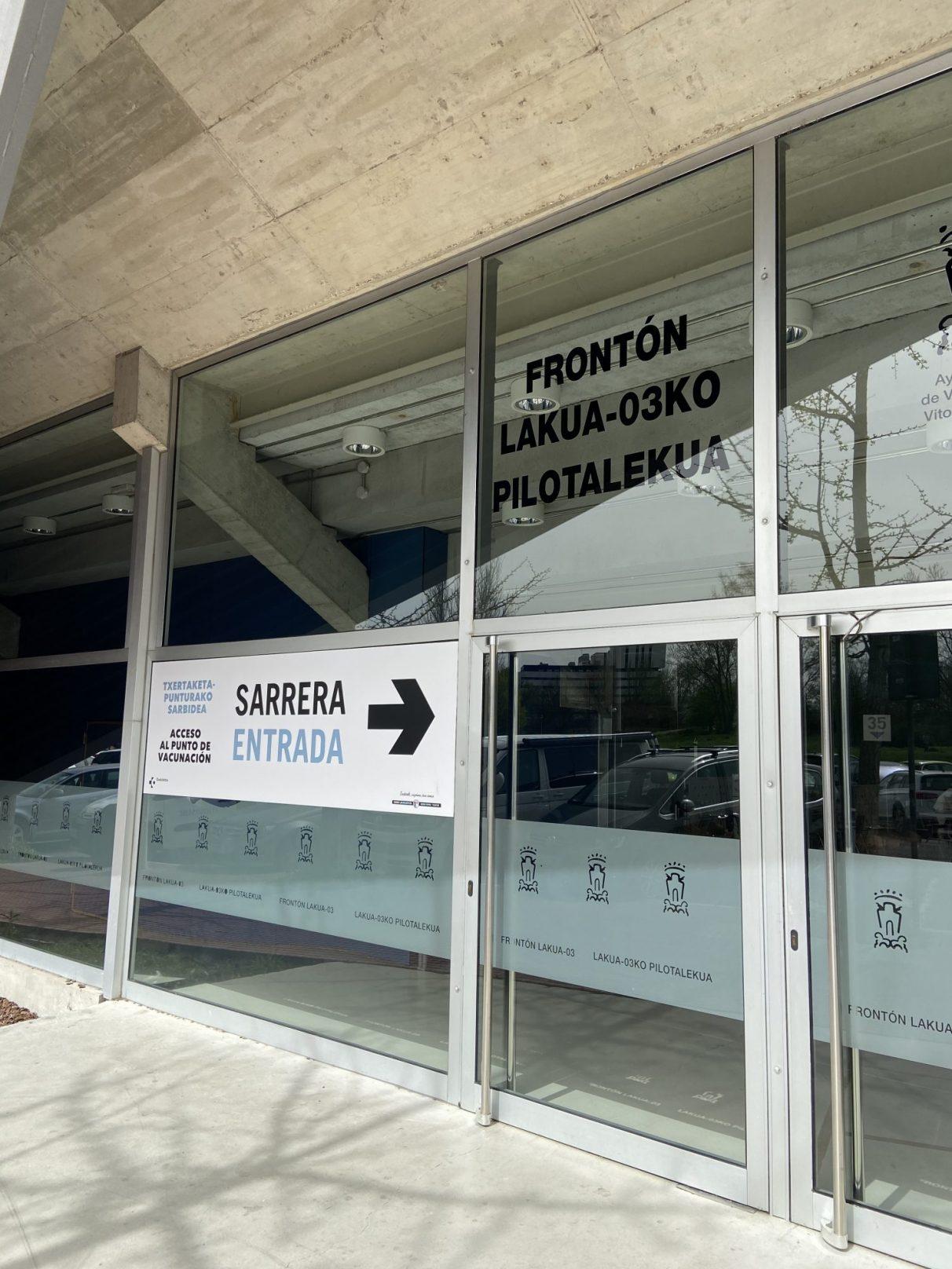 El vacunódromo de Vitoria se instala en el frontón Lakua | Gasteiz Hoy