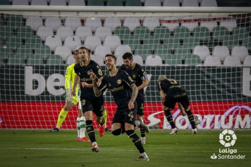 Joselu celebra el gol del Alavés contra el betis