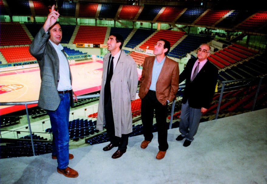 Josean Querejeta en el Buesa Arena junto a Jordi Bertomeu