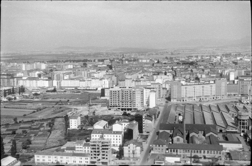 Vista aérea de la fábrica de Ajuria y Beato Tomás de Zumárraga en 1964. ARQUÉ. AMVG.