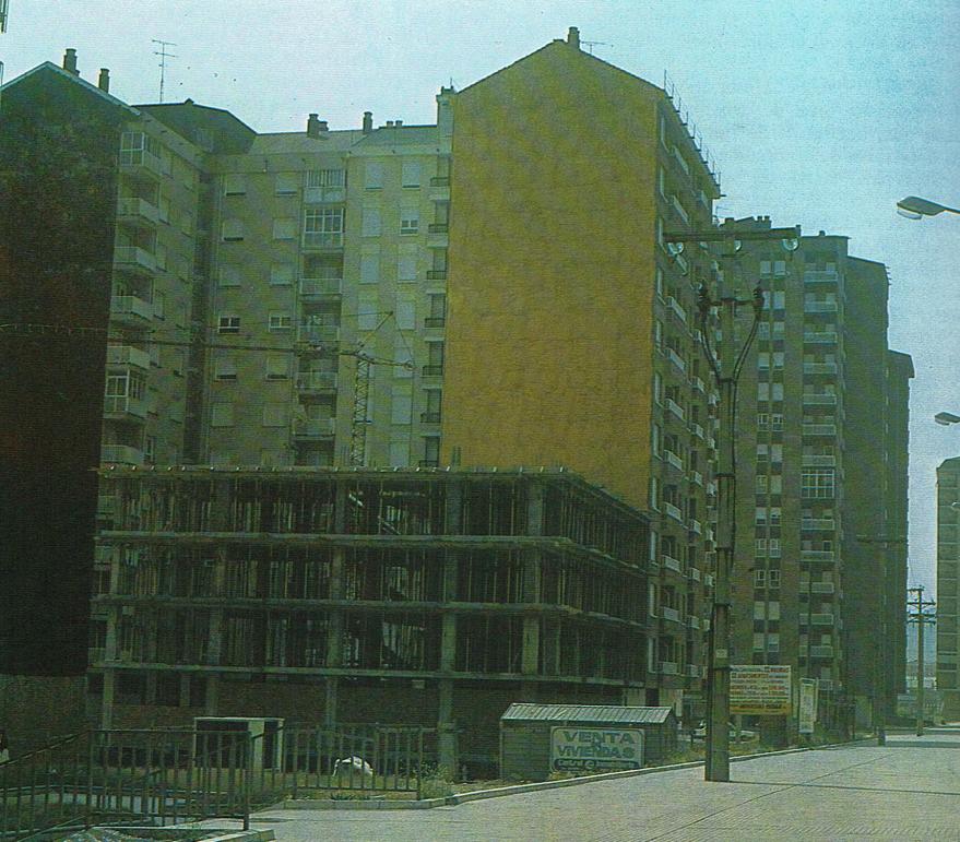 Calle Errekatxiki a principios de los años 80. Tomo II de la enciclopedia Álava en sus manos editada por la Caja de Ahorros Provincial en 1983.