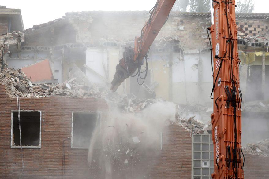 Arranca el derribo de los pisos de Olarizu para hacer nuevas viviendas
