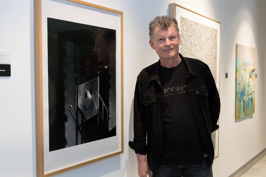 Gert Voor Int Holt con su obra 'Smile'
