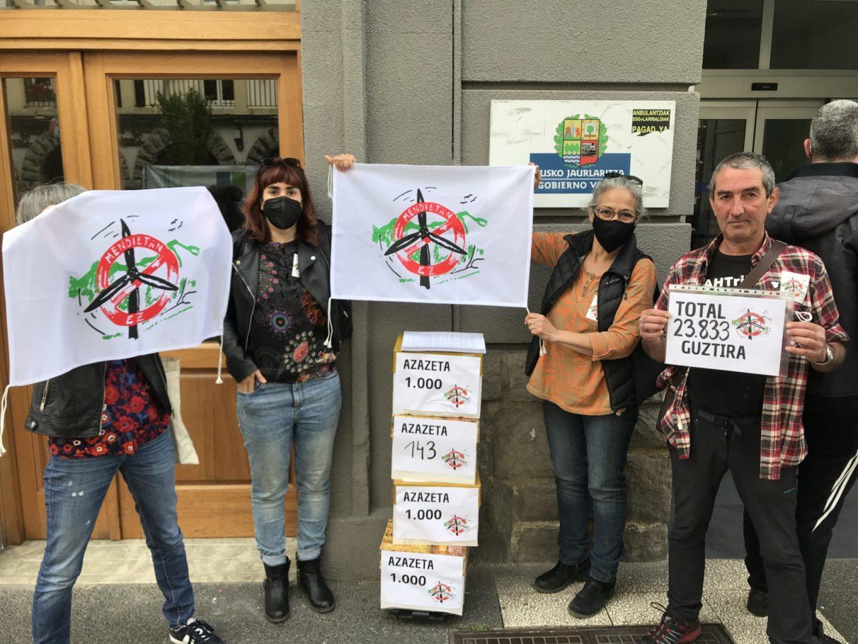 24.000 firmas contra los parques eólicos en Álava | Gasteiz Hoy