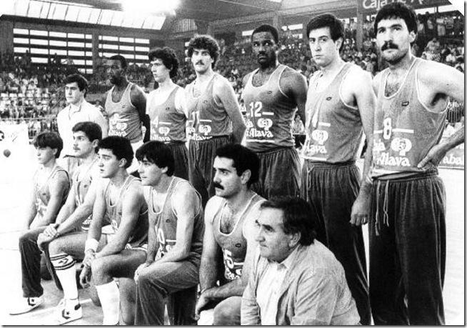 La plantilla del Baskonia de la temporada 84/85 en Mendizorrotza