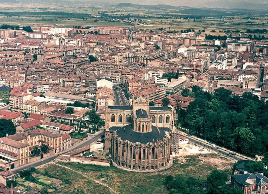 Aspecto de la Catedral Nueva en 1968. Fondo FOAT. Euskadiko Artxibo Historikoa-Archivo Histórico de Euskadi.