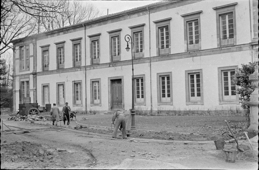 Antiguo Instituto de Enseñanza Media, actual Parlamento Vasco en 1957. ARQUÉ. AMVG.