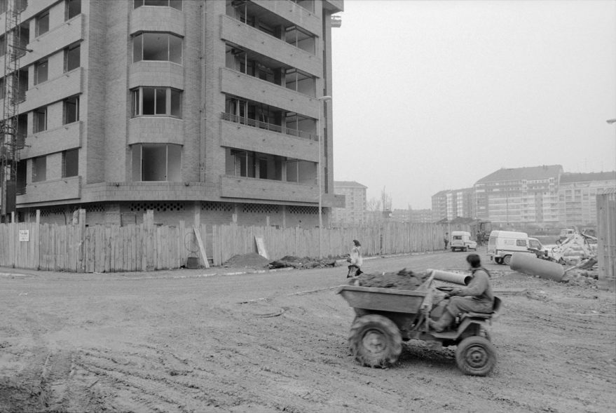 Confluencia entre las calles Micaela Portilla y Koldo Mitxelena en 1991. Javier Berasaluce Bajo. AMVG.