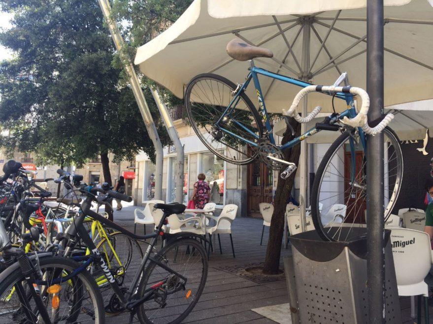 bicicleta basura calle prado