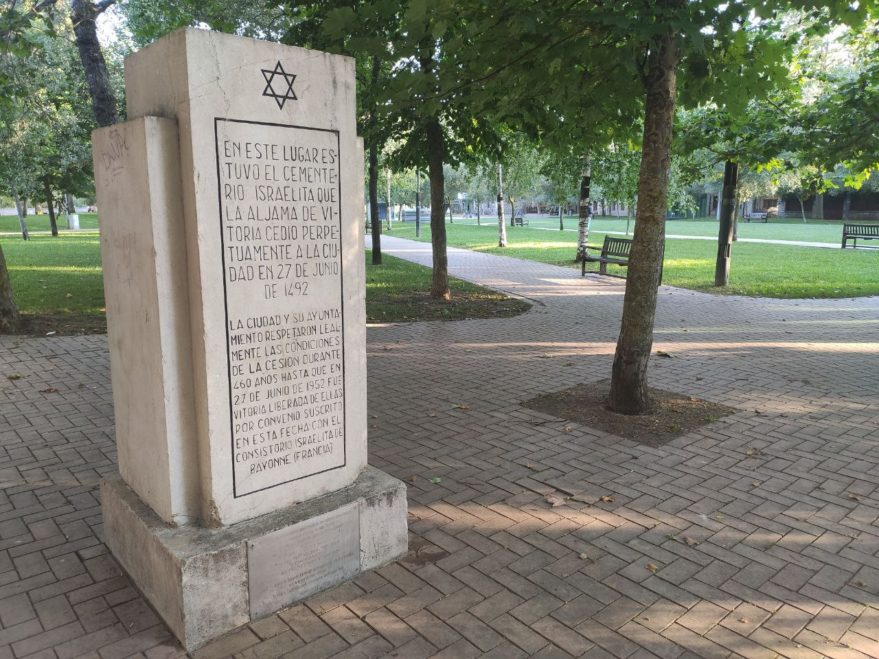 escultura judíos parque judimendi