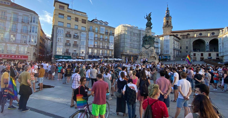 'La Homofobia Nos Mata': concentración en Vitoria contra el crimen de A Coruña   Gasteiz Hoy
