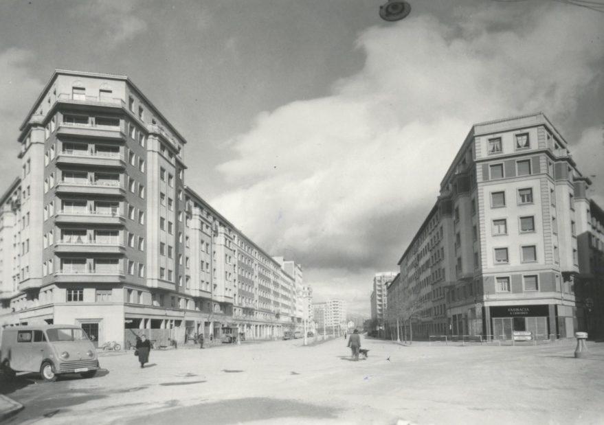 Plaza Lovaina y Sancho el Sabio en 1960. ARQUÉ. AMVG.