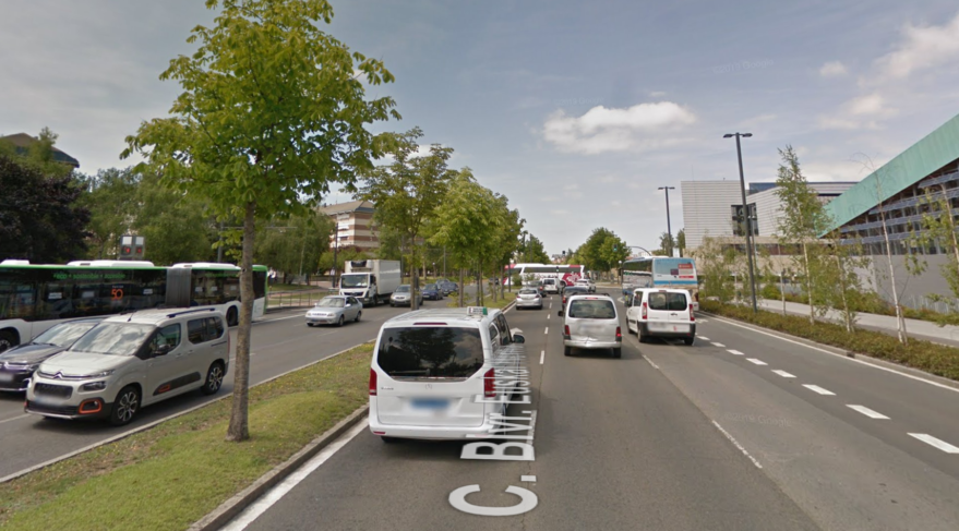 Nuevo asfalto para los carriles entre la estación de autobuses y Txagorritxu - Gasteiz Hoy