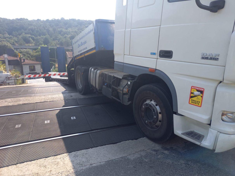 camion-paso-nivel-pobes