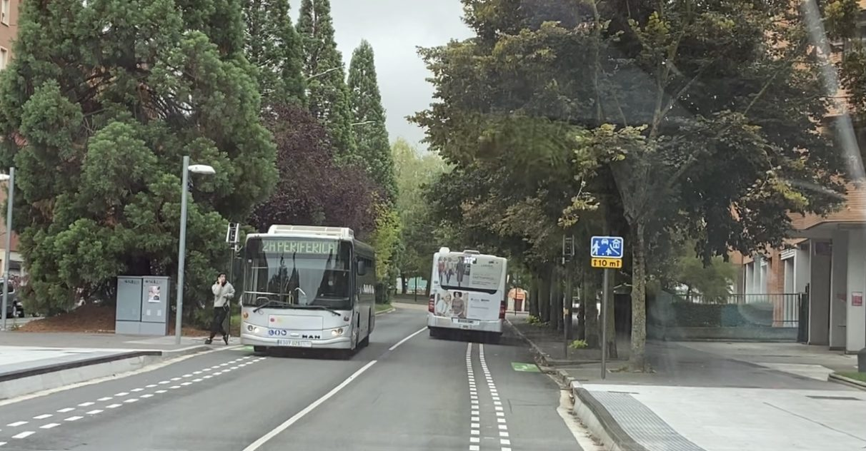 peaton despistado autobus periferica