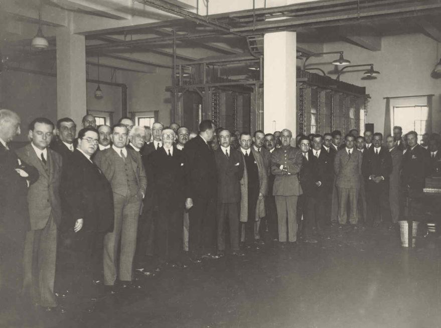 Interior de la central telefónica de General Álava el día de su inauguración. Fondo Fundación Telefónica.