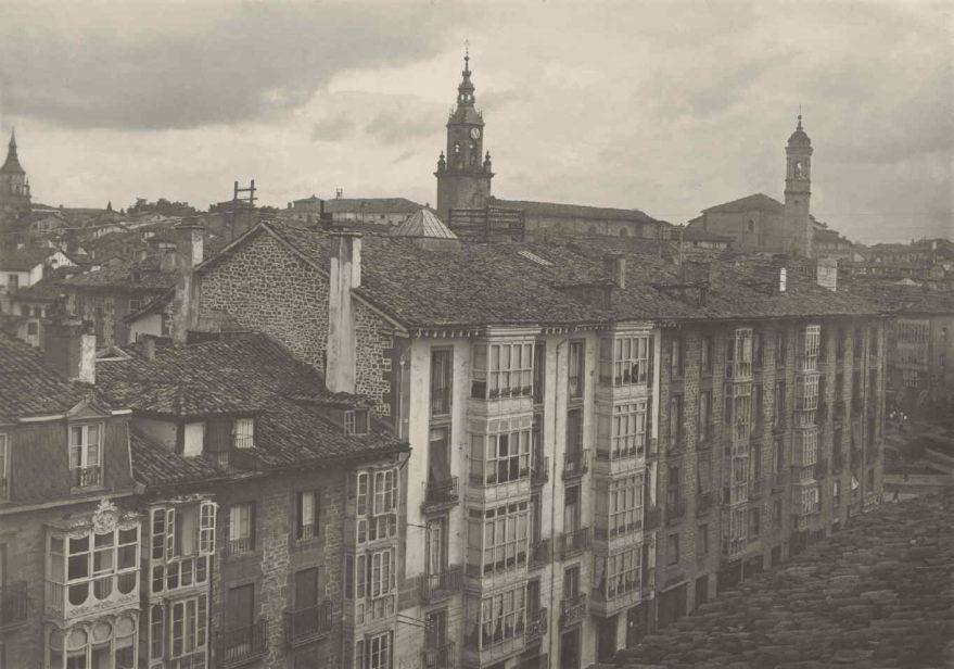 Edificio donde se situaba la central telefónica para llamadas urbanas en la calle Prado. Fondo Fundación Telefónica.